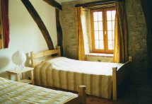 bedroom yellow Roane
